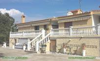 This beautiful typical Spanish home with the 2 rooms and apartment