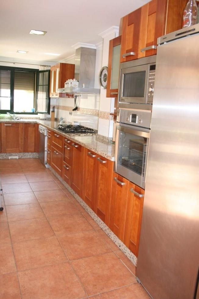 Modern and fully equipped Kitchen!