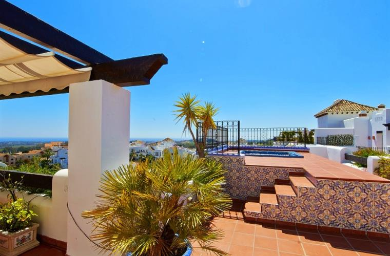 Roof terrace 110 m2 with an open 360° beautiful sea view