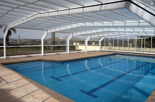 25metre pool with retractable cover to allow for wintr and summer