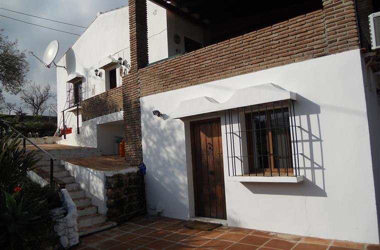 Finca showing apartment entrance and main entrance to house above.