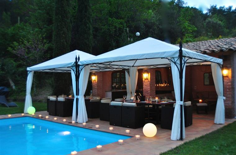 Magical ambiance close to the swimming pool