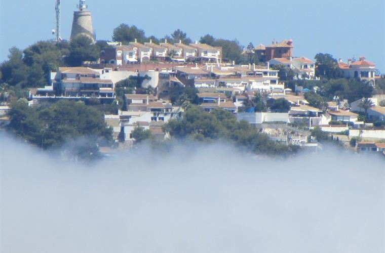 Punta de La Mona on top of the cloud