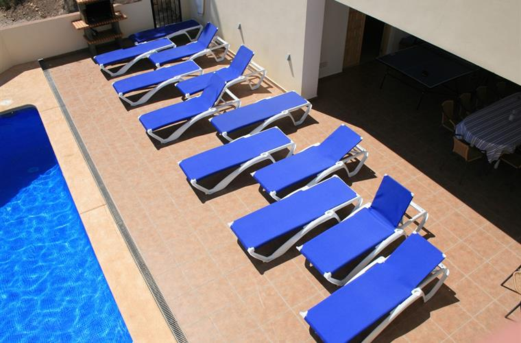 A sunbed for each guest