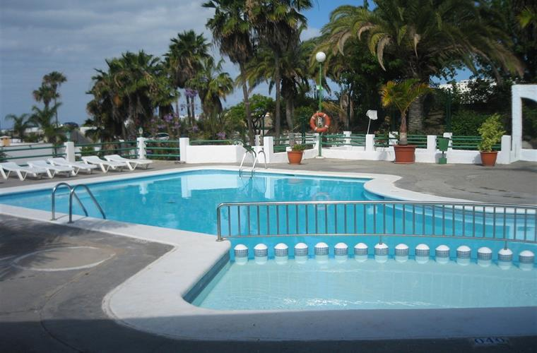 The swimmingpool.