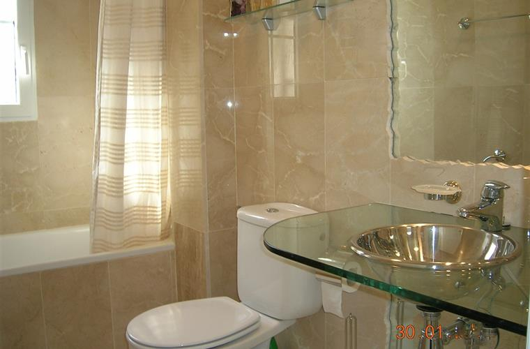 En-Suite Bathroom With Marble Throughout