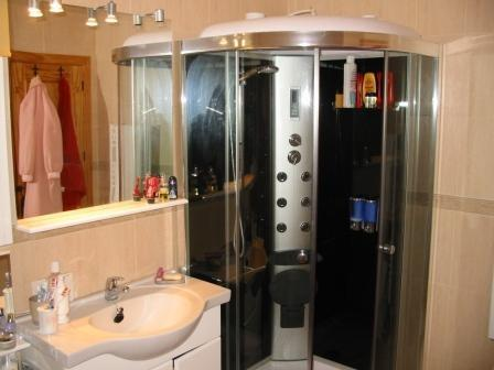 Luxury walk-in shower and bath in the master en-suite