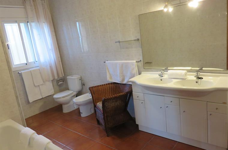 Main en-suite bathroom with bath & shower