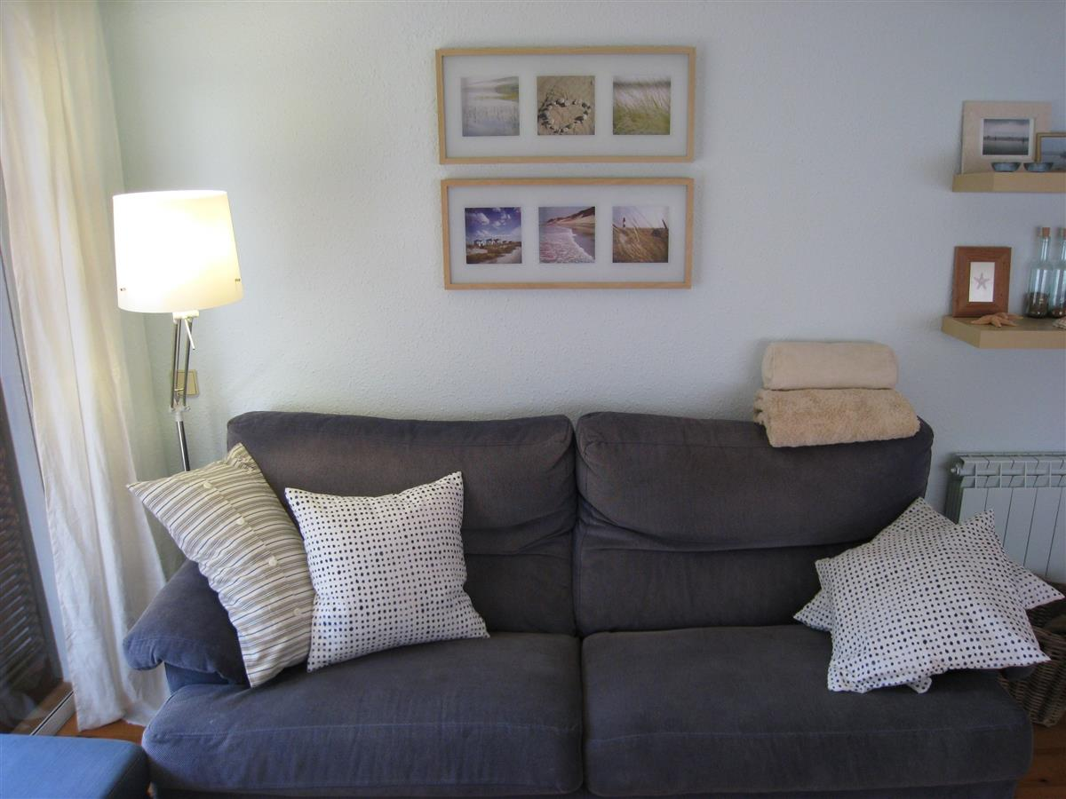 Living room: Sofa area
