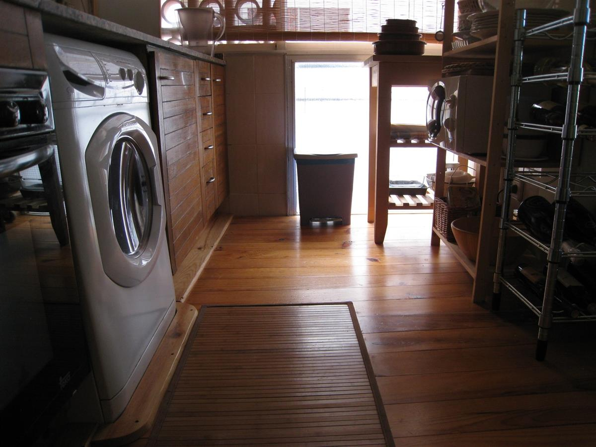 Kitchen: Washing machine / dryer