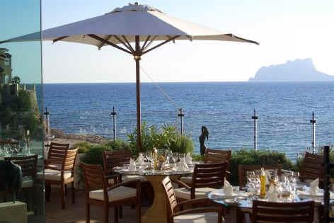 The wonderful Dauphin Restaurant in El Portet is a short walk away