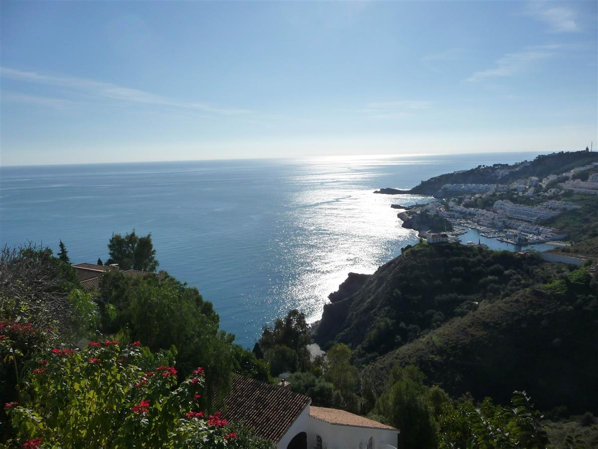 view south west to beaches, Punta de la Mona and Marina de l'Este