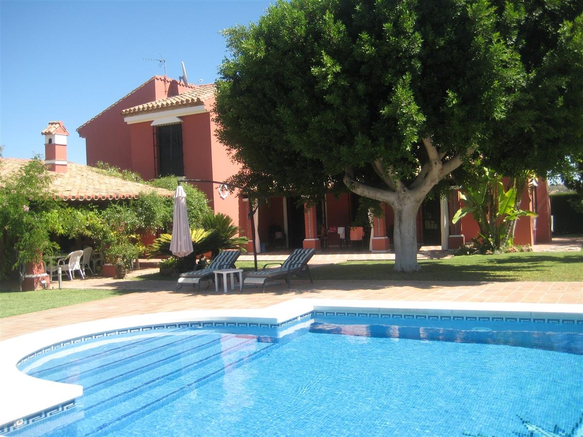 Locations en villa de vacances alhaur n el grande 10421 for Location grande villa