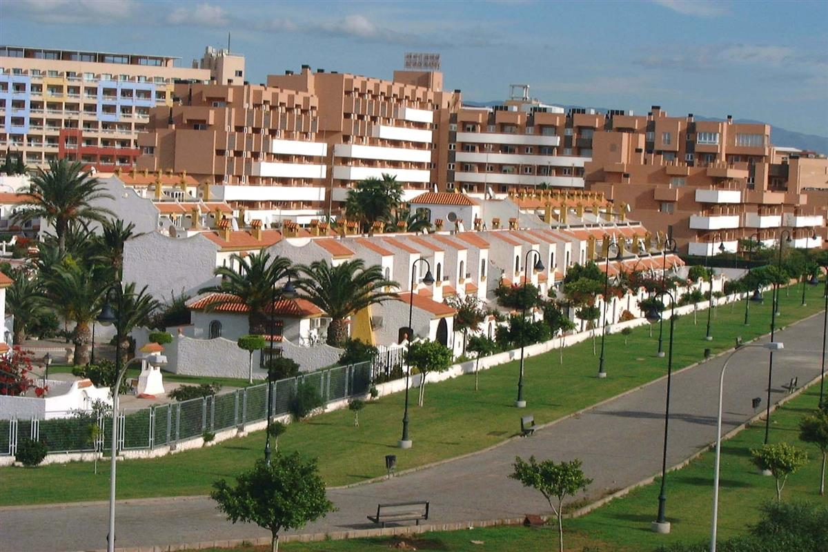 Pueblo Andaluz and walkway