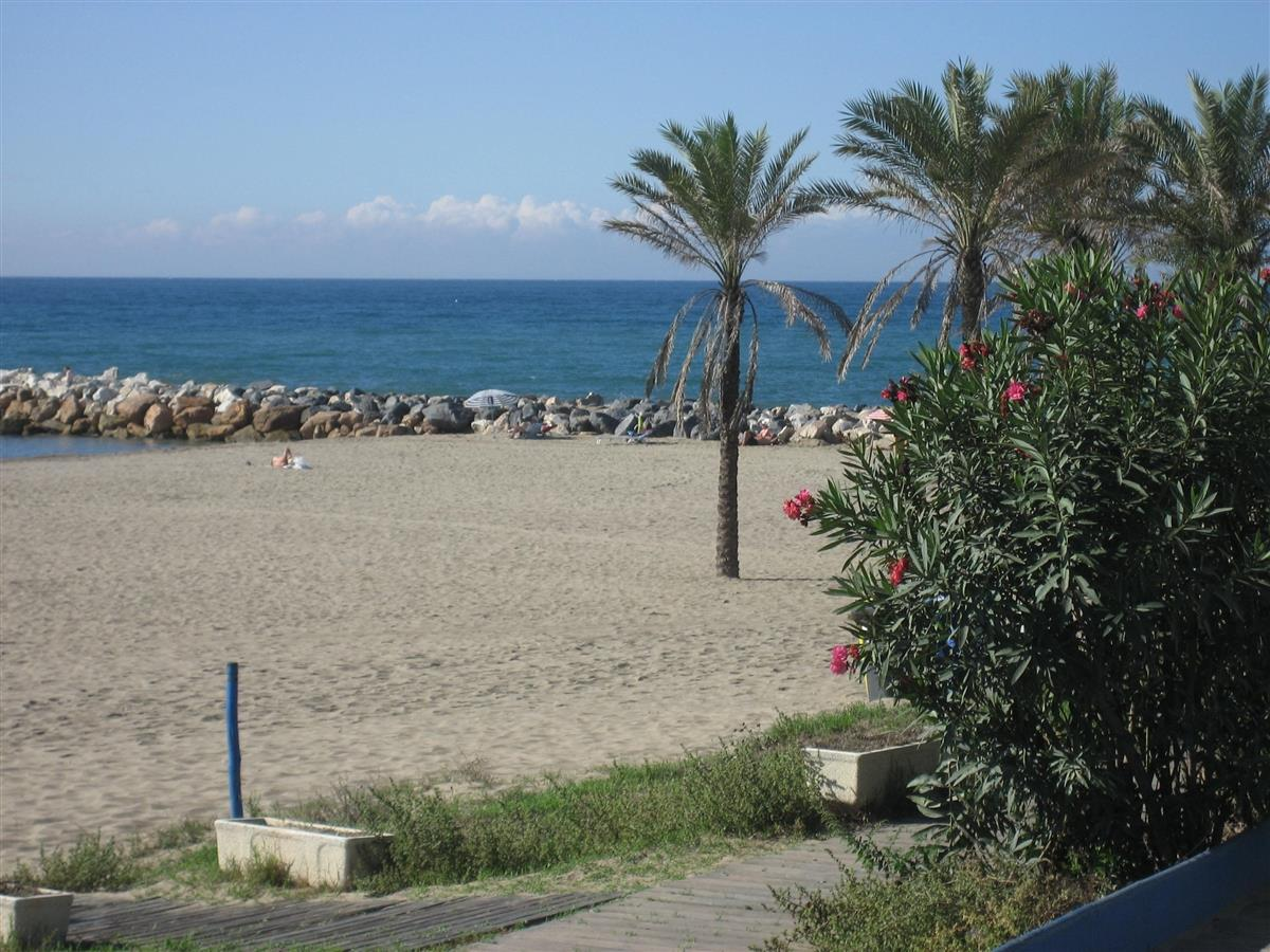 The beautiful Cabopino Beach is also just 2kms away.