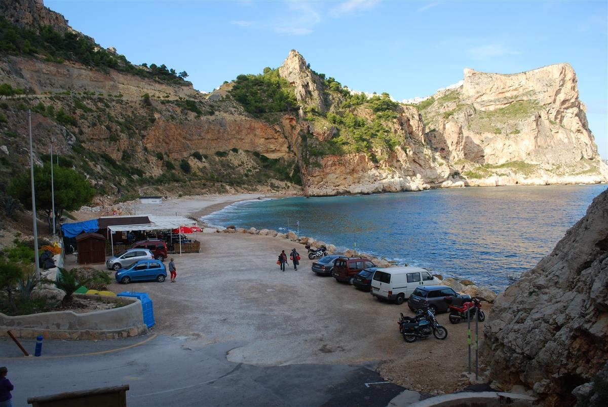 Cala del Moraig--Parking and places to eat