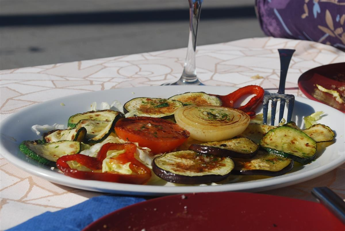 Grilled vegetables at Denia's beachfront