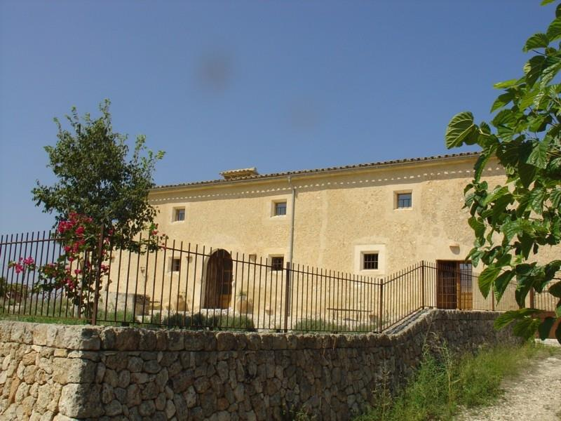 llubi villa to rent holiday: