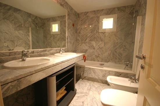 Master Room Bathroom