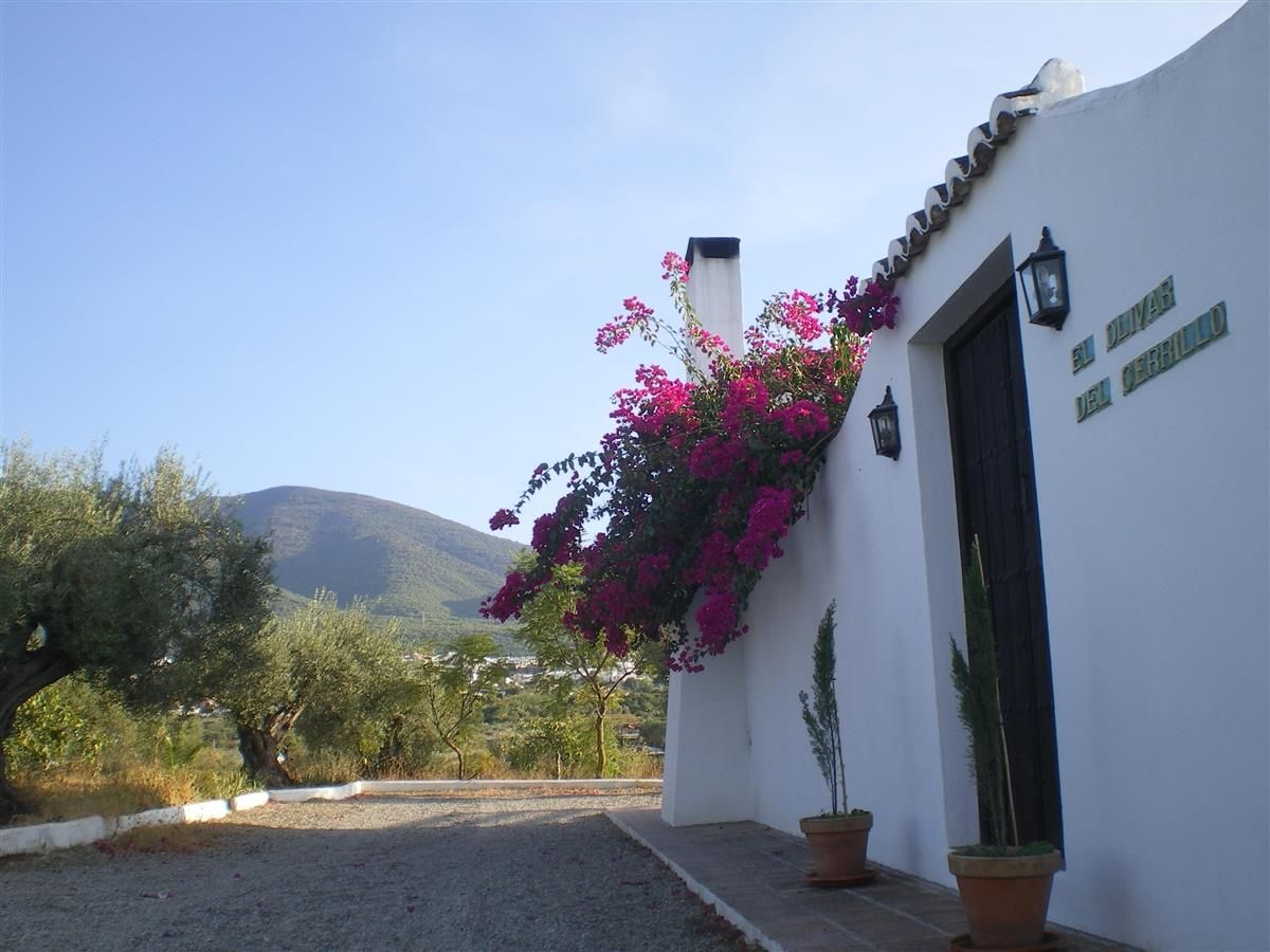 Front of the house and views of the Sierra de Mijas and the village