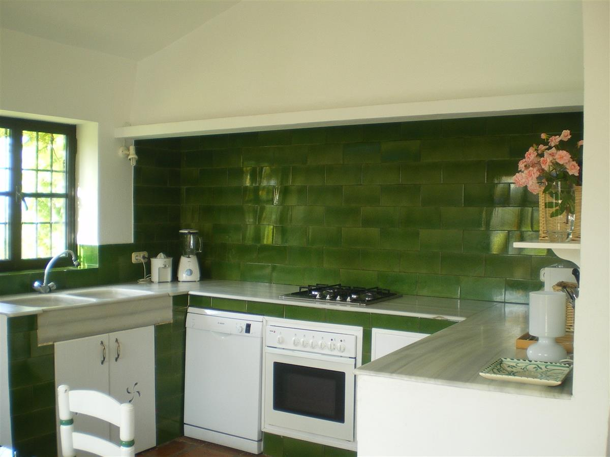 The kitchen, designed following a traditional Andalusian style