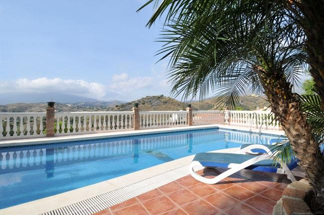 Pool and terrace of the villa in Mijas Golf