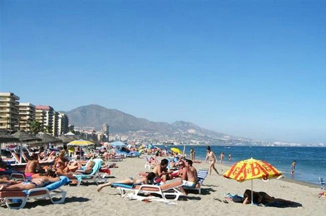 The beach in Fuengirola at 7 Kilometer from the villa