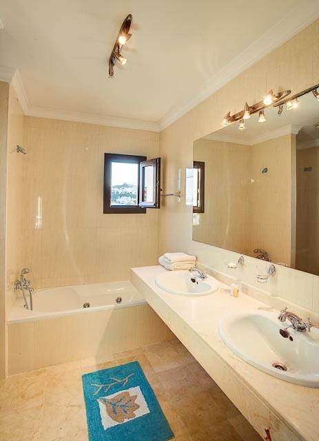 The en-suite bathroom has spa bath and seperate shower too