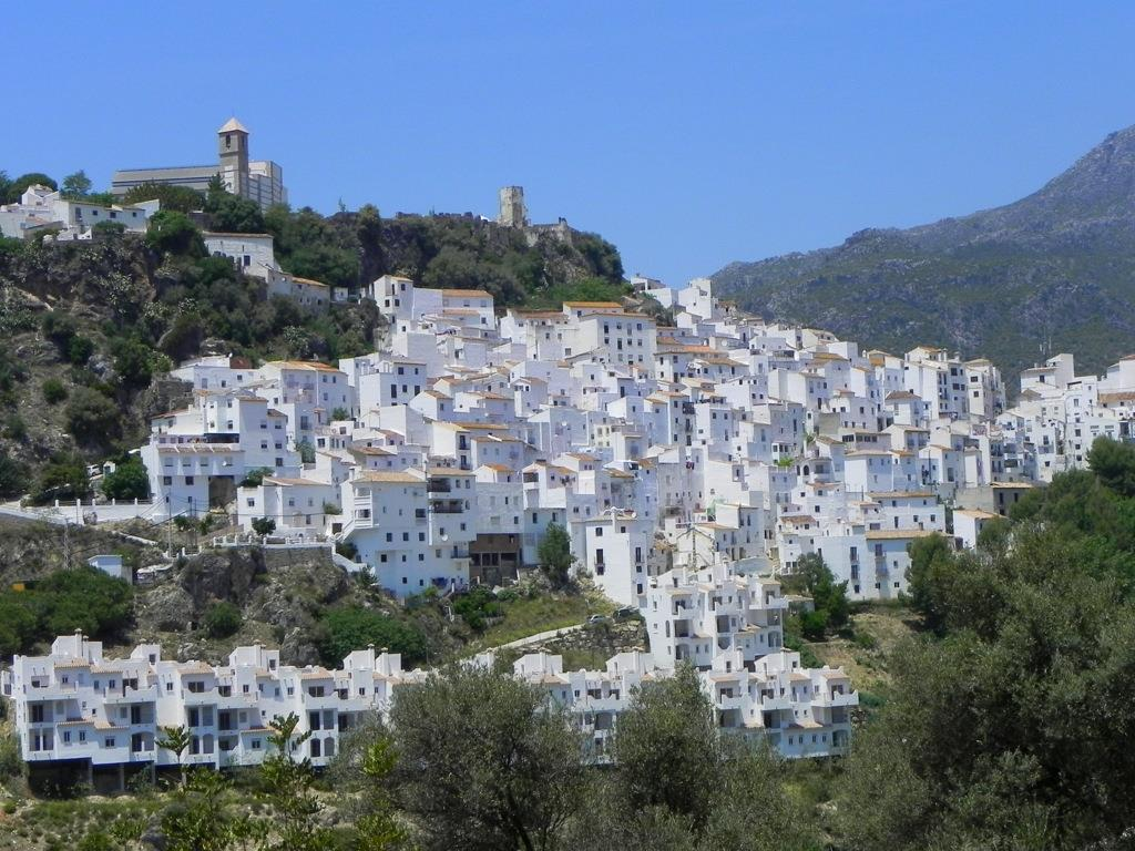 Easily visit beautiful white villages like Casares or Mijas