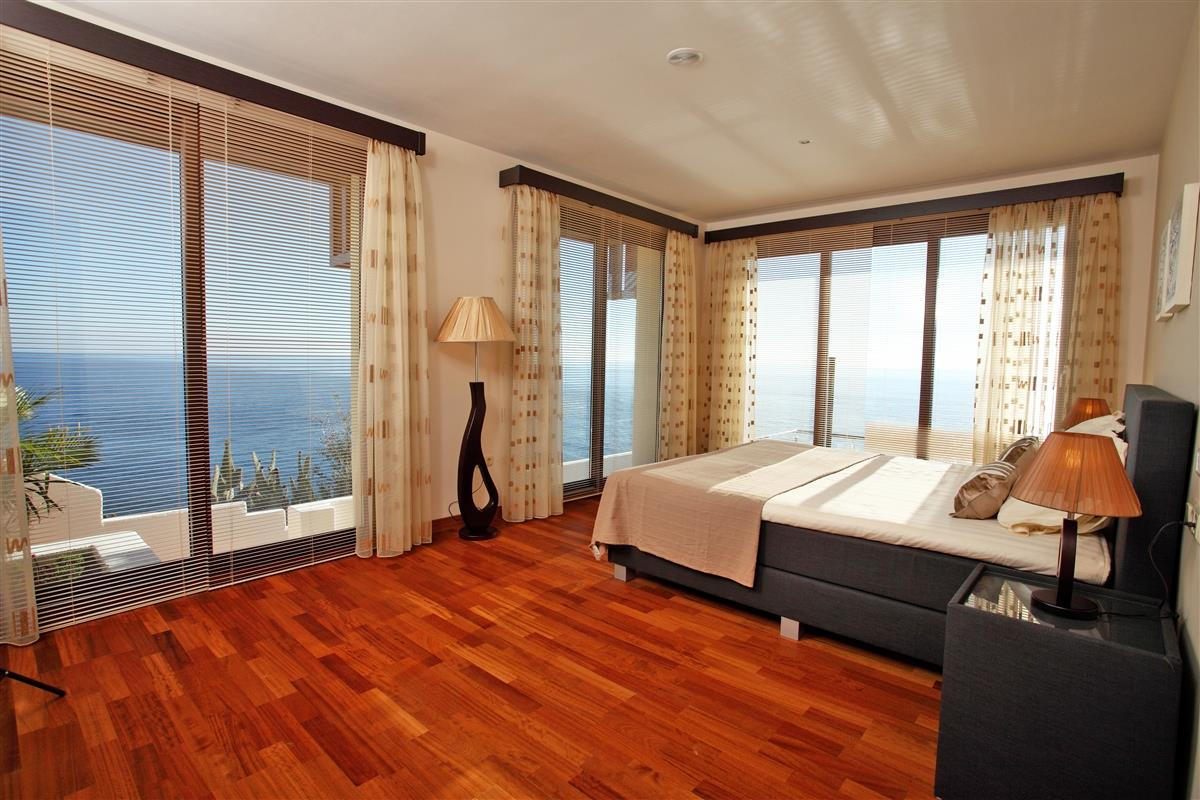Another large bedroom with views all around