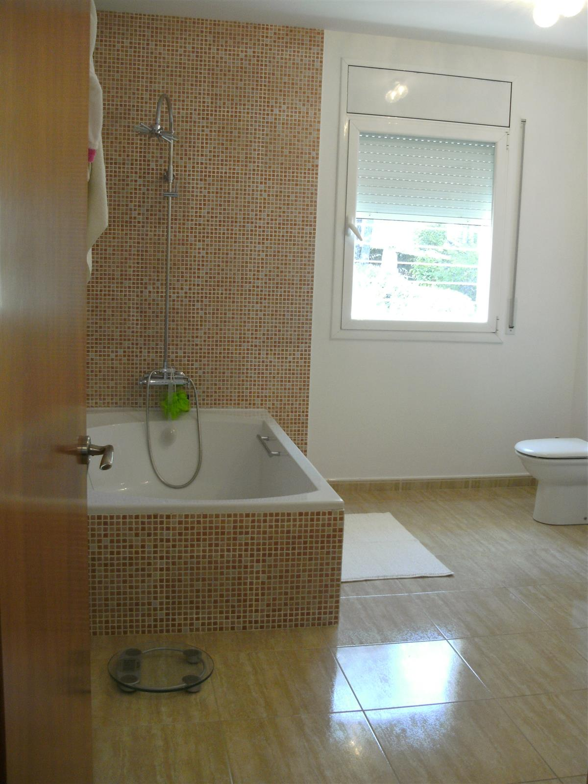 Spacious full equiped bathroom