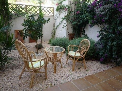 Garden area with patio