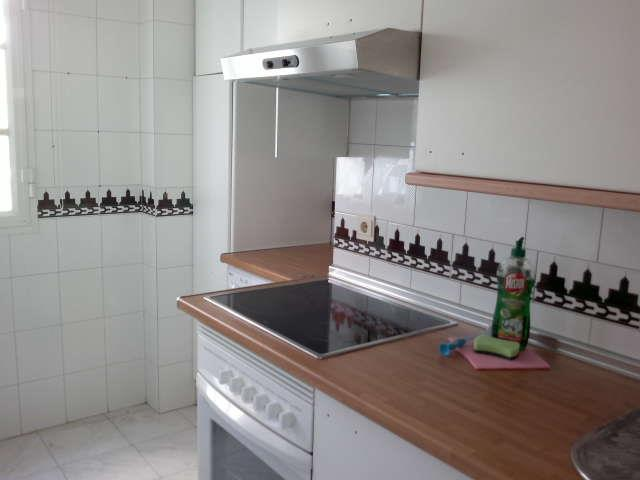 Nice big kitchen with washingmachine.