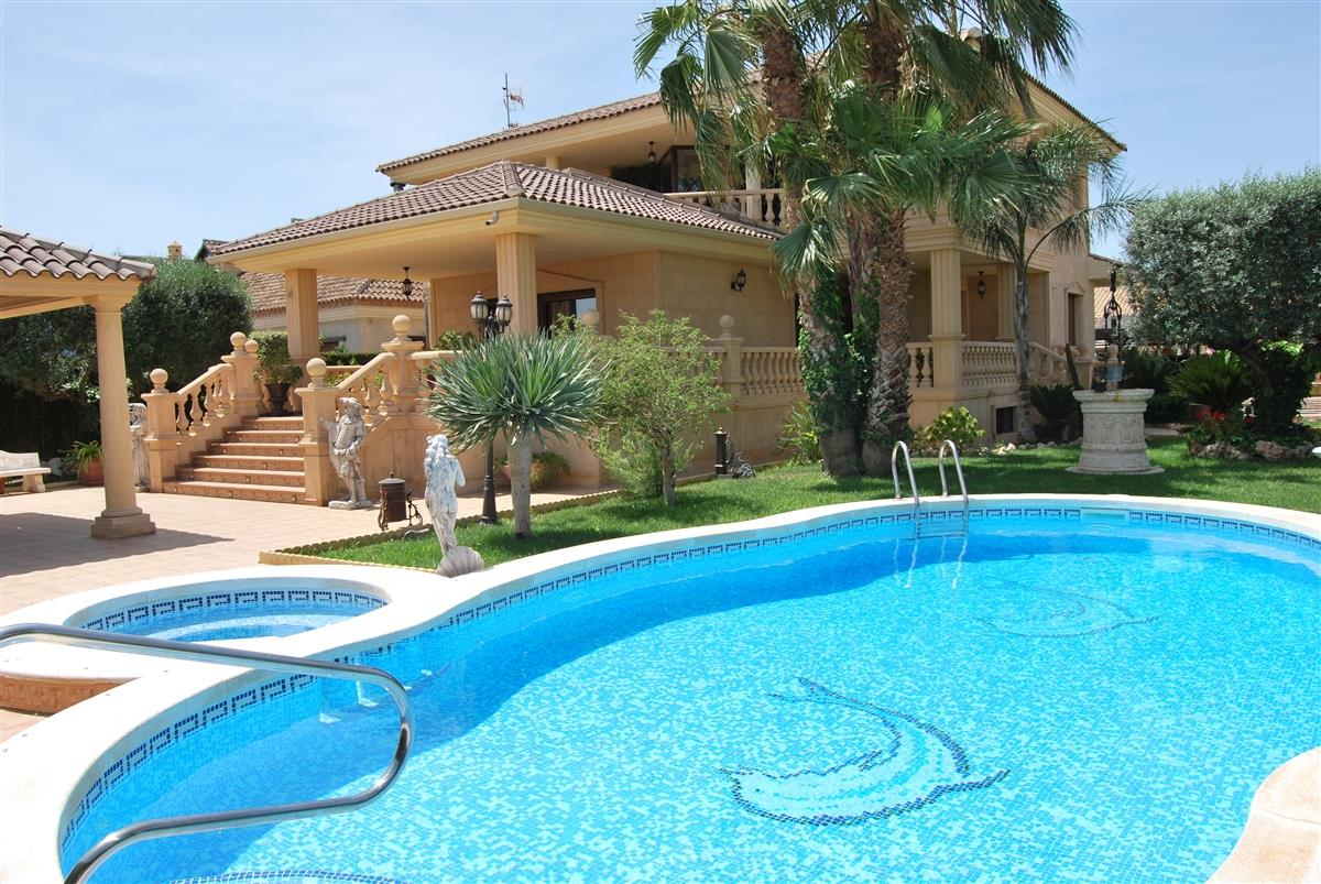 Holiday Villa For Rent In Torrevieja Torrevieja Vacation