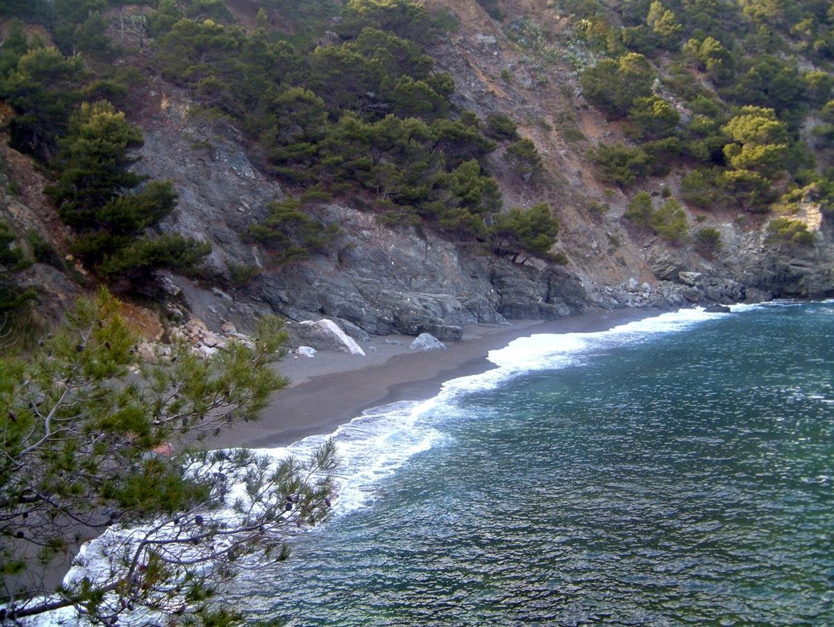 Nearby Platja Fonda, a natural hideaway