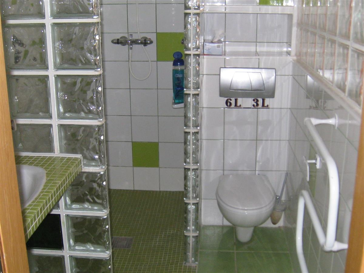 Walk-in shower and heated towel rail. Bathroom towels supplied.