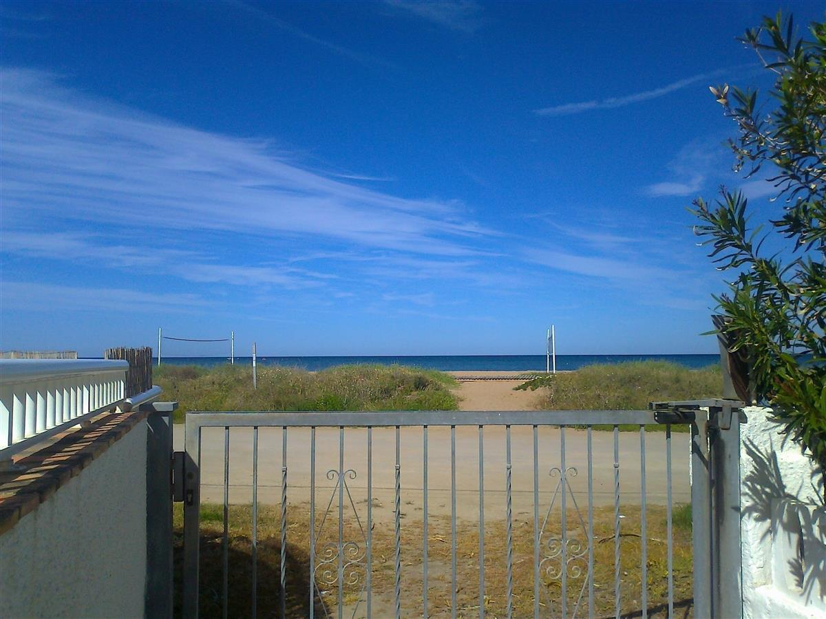Back gate gives access to sandy path, dunes,boardwalk,beach & sea!