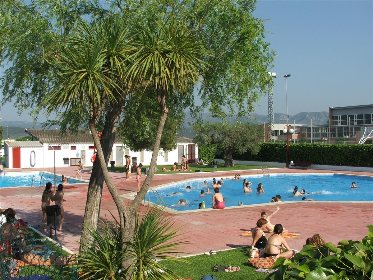 The Municipal Pool, with bar and restaurant. (open 23/6 -10/9)