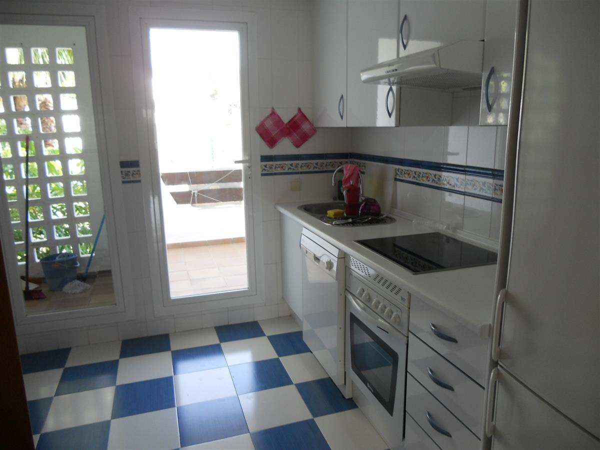 Holiday apartment for rent in estepona selwo hills for Kitchen room estepona