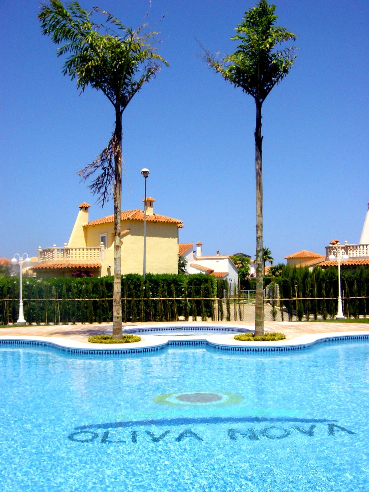 Luxury 4 Bedroom Holiday Vacation Home With Pool And Spa