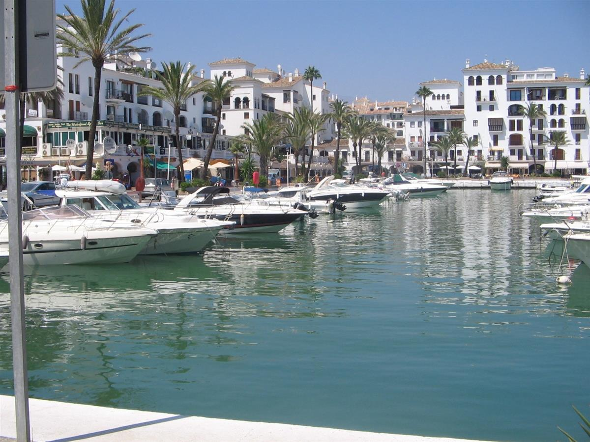 Peurto De La Duquessa Harbor - walking distance from apartment