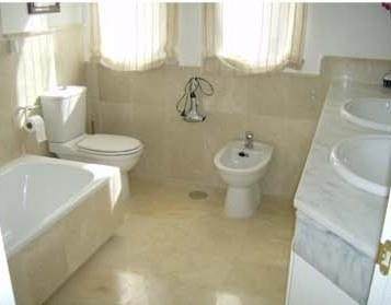 En-suite bathroom to the master bedroom