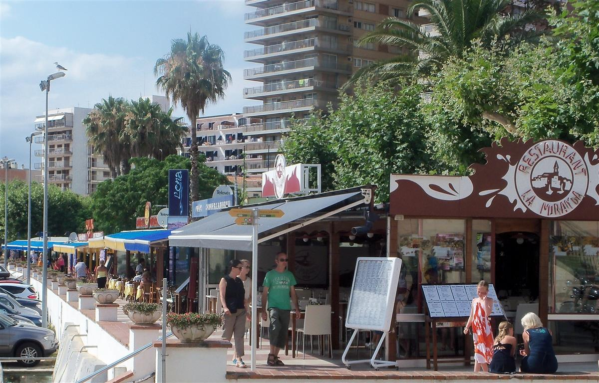 restaurants on the promenade