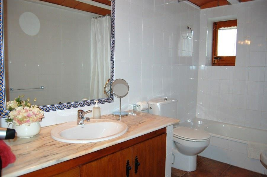 One of the 4 large bathrooms
