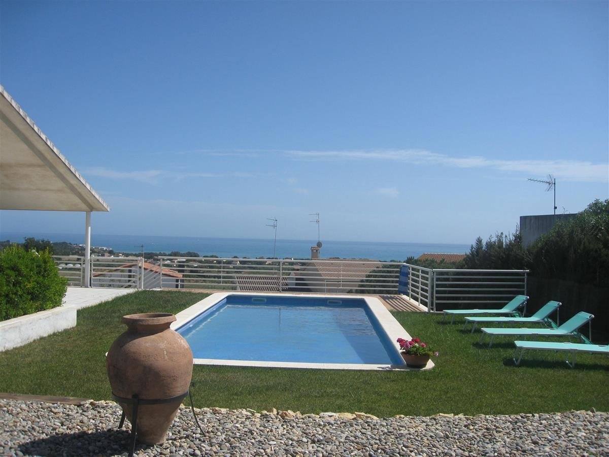 swimming-pool with views on Sea