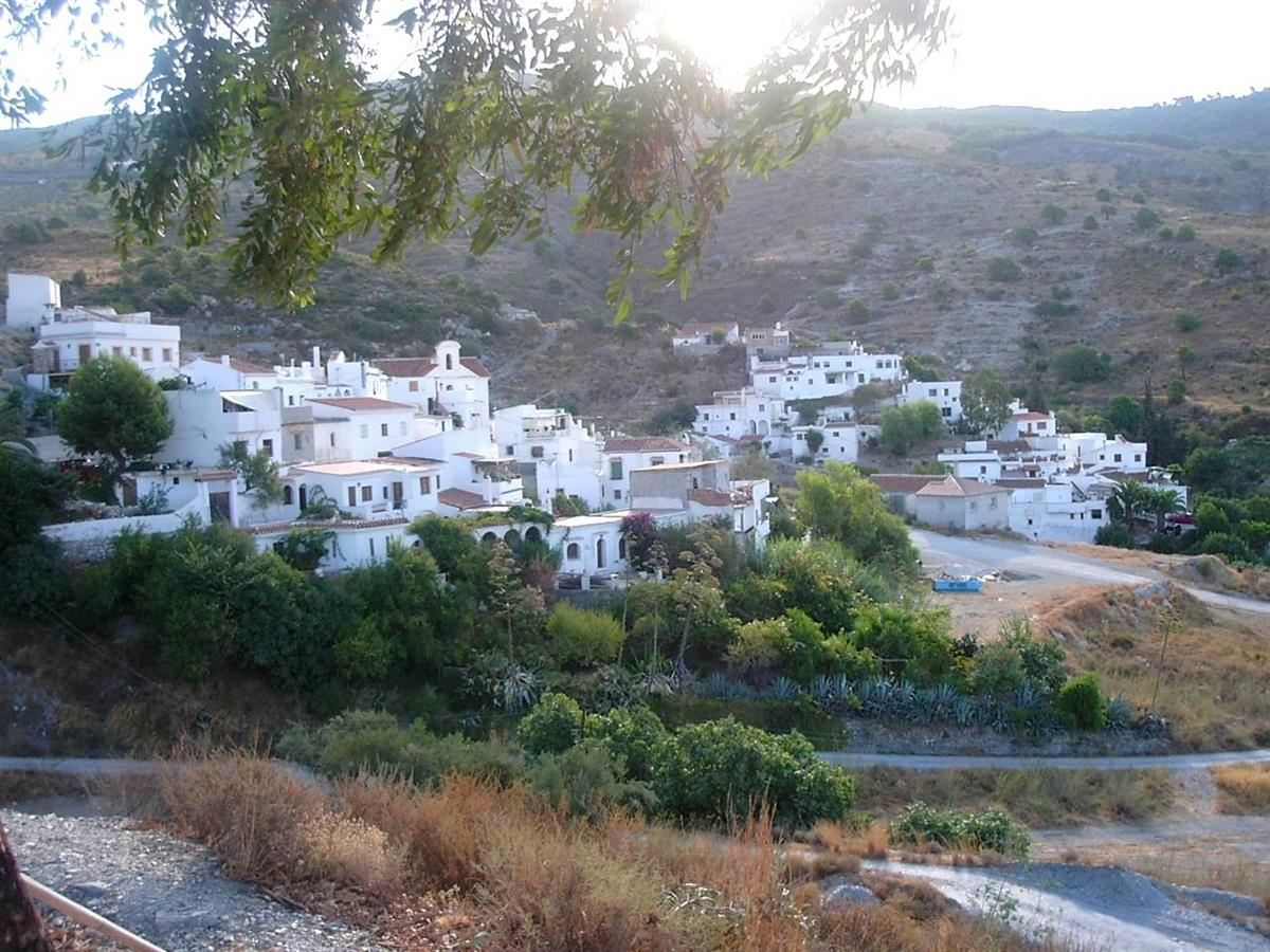 La Garnatilla the white village