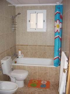 Seperate 2nd bathroom/bidet/shower/basin.