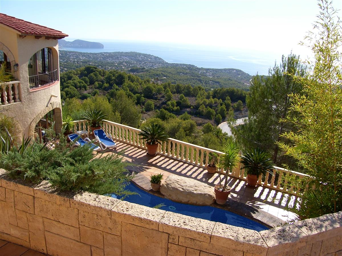 Villa with Moraira port in distance