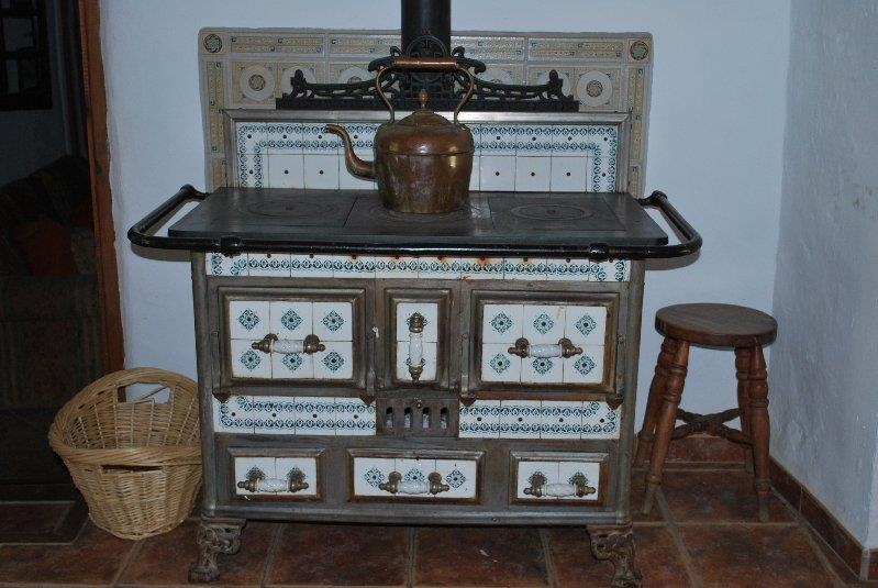 Working ornamental stove
