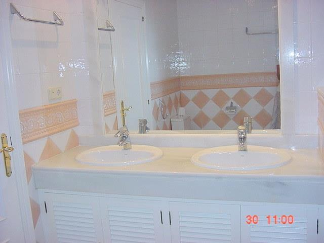 Garden apt- Bathroom 2